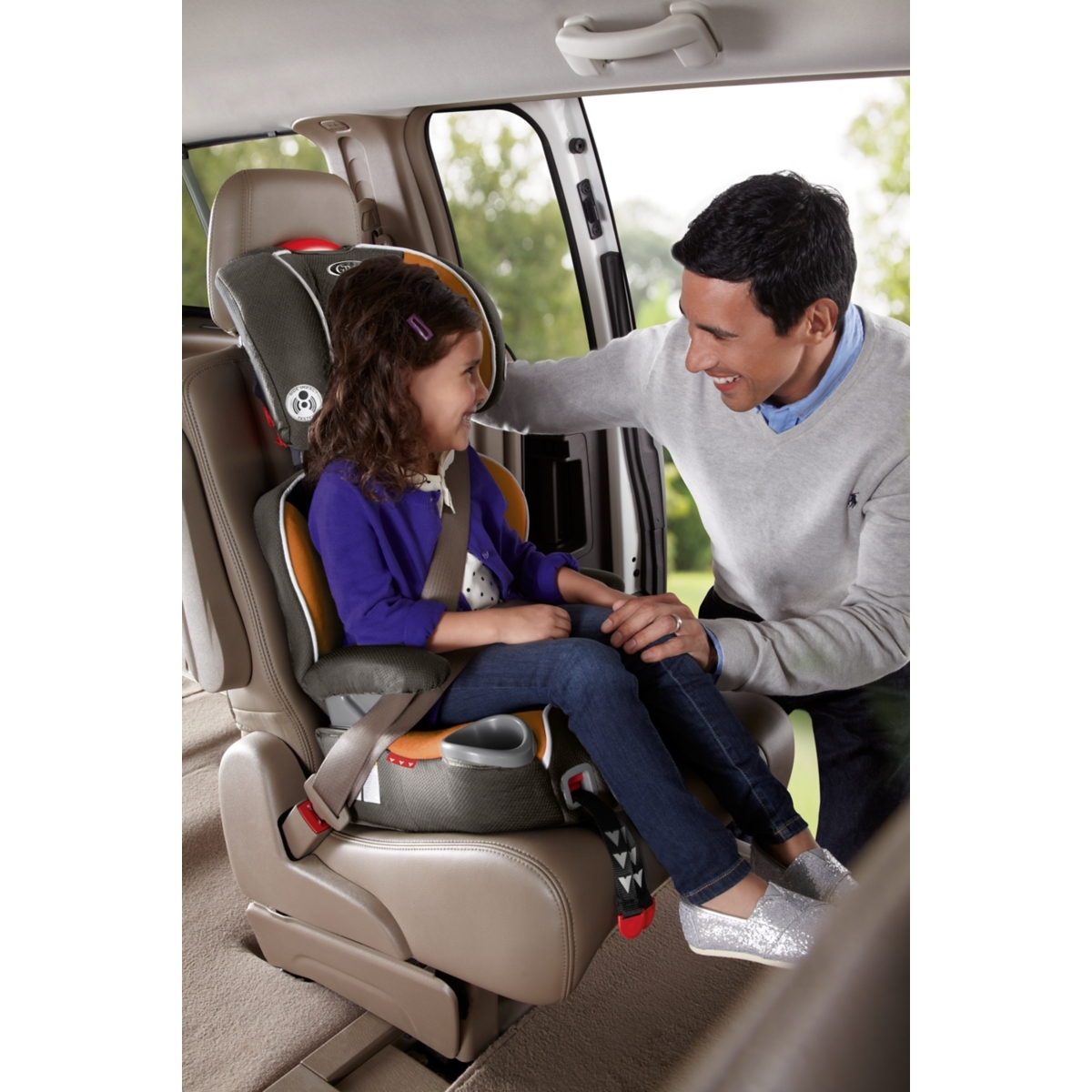 The Graco Affix Highback Booster Seat With Latch System Safely Transports Your Kid From 30 100 Lbs And 38 To 57 Inches Tall